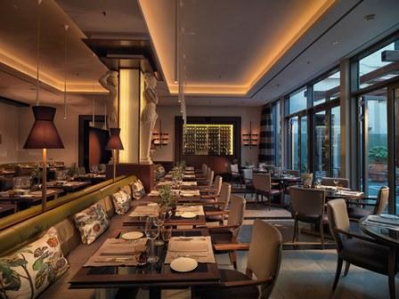 Restaurant rechte Seite_La Banca 0955 AH Oct 14_KLEIN_S