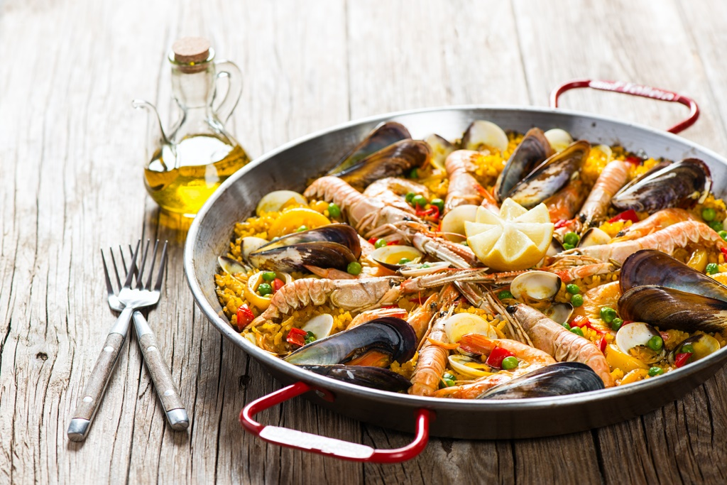 Paella with mussels and shrimps