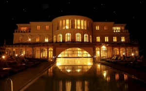 s_hotel-bei-schumann-tempel-nacht